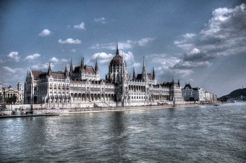 La liberté d'expression des députés et l'autonomie parlementaire en Hongrie : Un rapport conflictuel [Par Victor Zoltán Kazai]