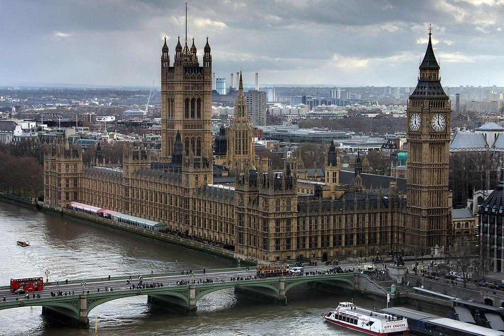 Responsabilité politique : doit-on s'inspirer de la pratique constitutionnelle britannique?* [Par Céline Roynier]