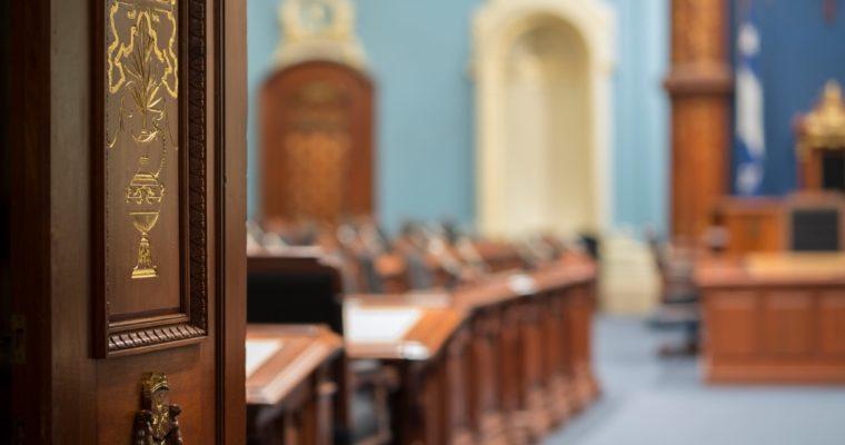 <b> Les immunités parlementaires québecoises </b> </br> </br> Par Alexia Nyoung-Roger, Marie Sissoko, Bérénice Poirrier