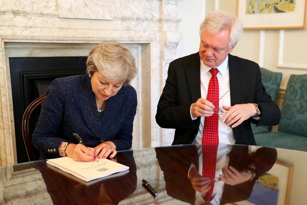 <b> May and dismay : quelques remarques sur le projet d'accord entre le Royaume-Uni et l'Union Européenne </b> </br> </br> Par Thibault Guilluy
