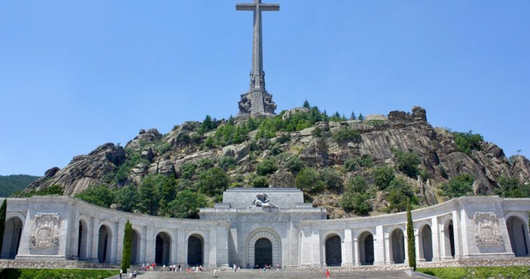<b> L'épineuse question de l'exhumation de Francisco Franco</b> </br> </br> Par Jean-Charles Rotoullié