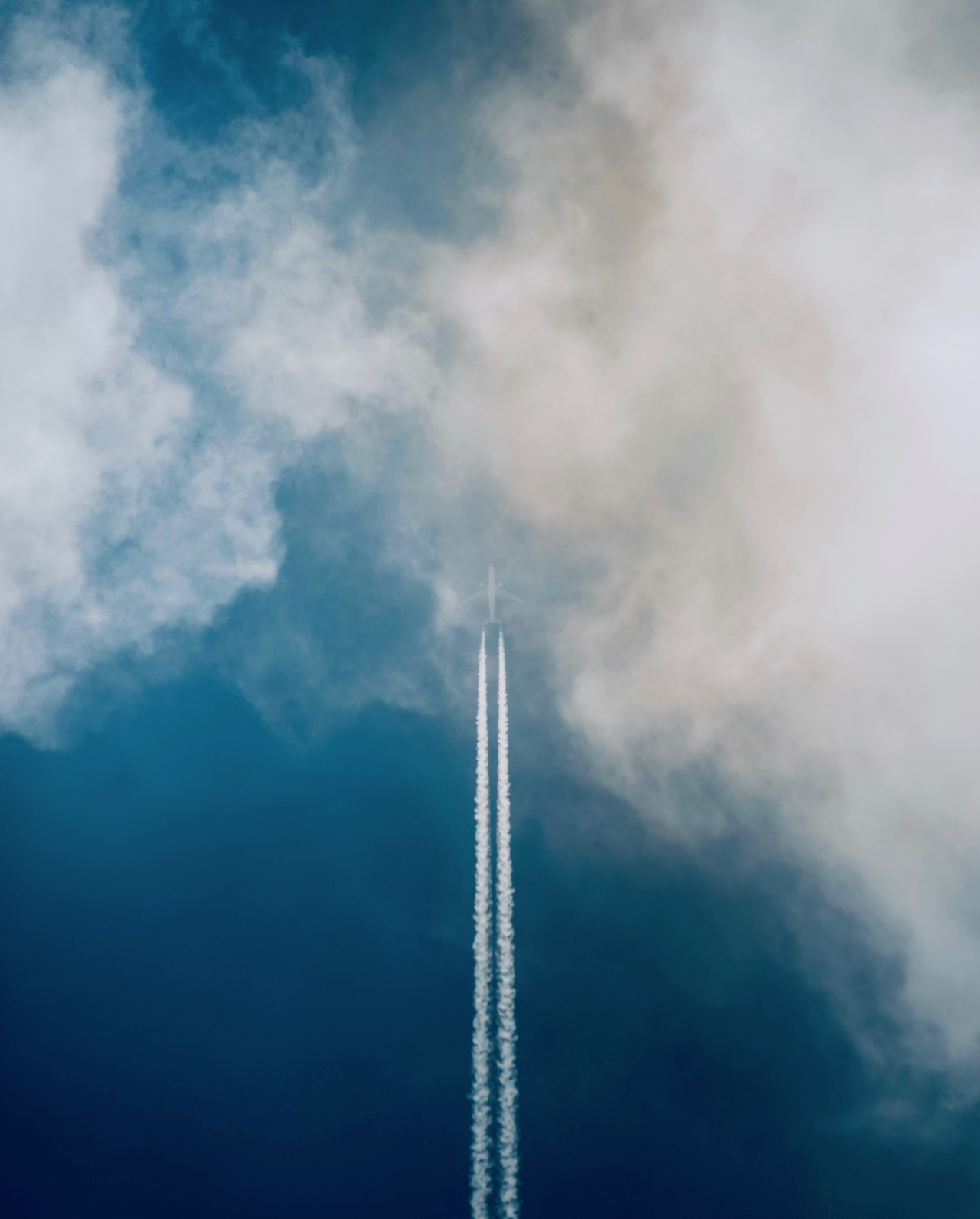 <b> La privatisation d'Aéroport de Paris et l'alinéa 9 du préambule de la Constitution de 1946 : <p> Aéroport de Paris est un monopole de fait !</b> </br> </br> Par Bruno Deffains et Thomas Perroud