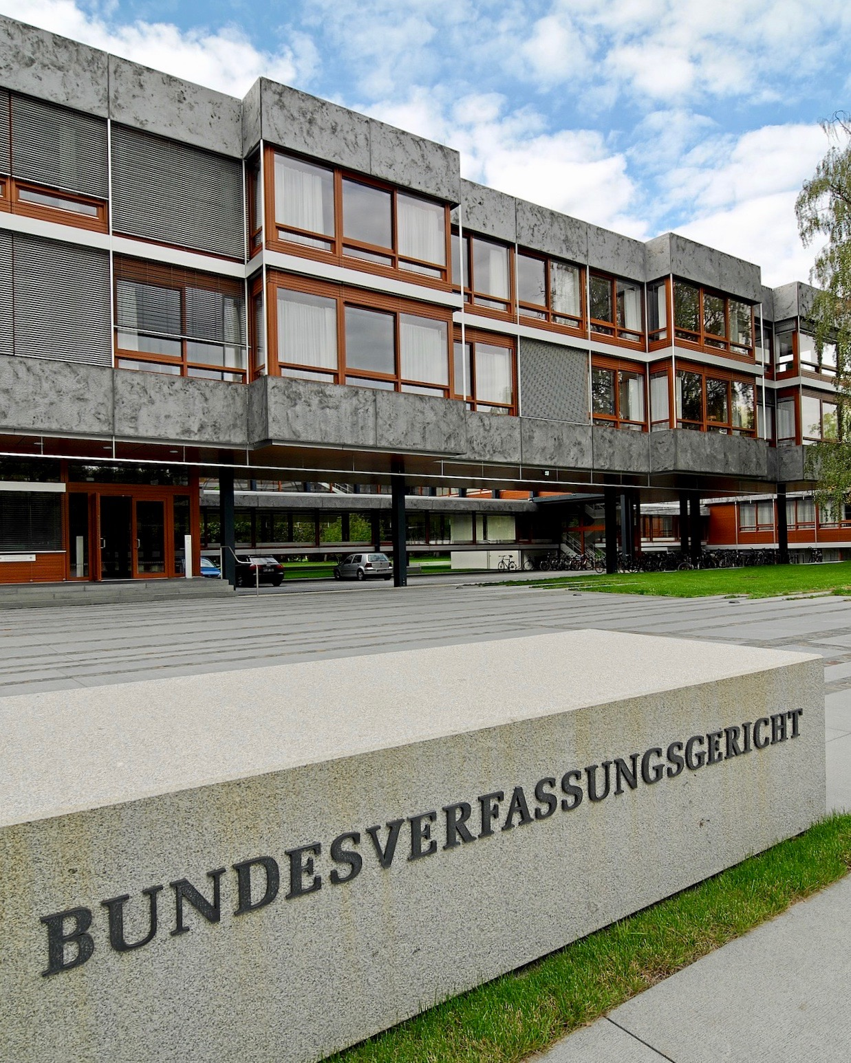 <b>  L'arrêt BCE: Tension dans la relation de coopération entre la Cour constitutionnelle fédérale et la Cour de justice de l'Union européenne  </b> </br> </br> Par Ruth Weber