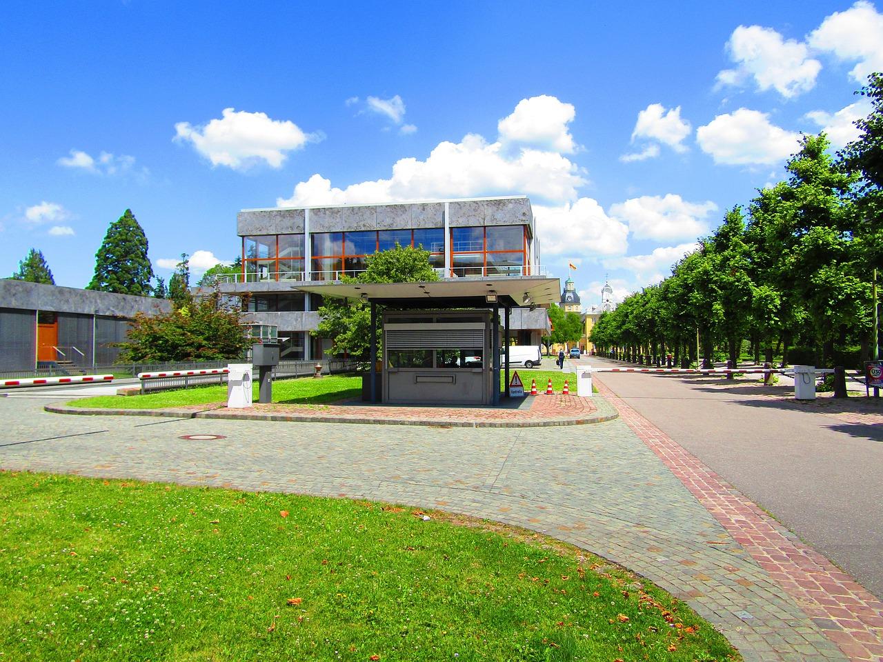 <b> Le droit des partis radicaux à défendre l'égalité des partis politiques devant la Cour de Karlsruhe </b> </br> </br> Par David Kuch