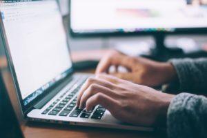 <b> Blog ou Bug ?  Brèves réflexions sur le bon usage des blogs dans la formation de la recherche et autres considérations sur l'Université </b> </br> </br> Par David Mongoin